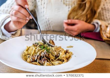 Kadın yeme taze lezzetli mantar makarna Stok fotoğraf © frimufilms
