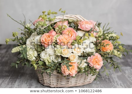 Fleuriste panier différent fleurs femme printemps Photo stock © ruslanshramko