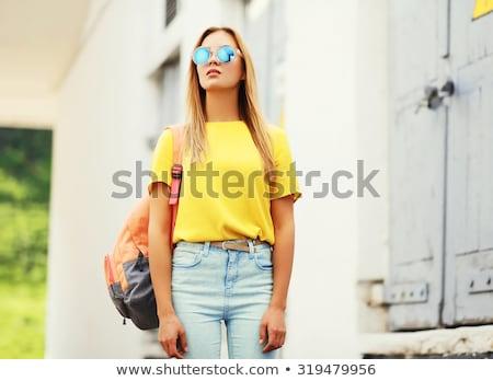 Tienermeisje Geel zonnebril tshirt zomer mensen Stockfoto © dolgachov