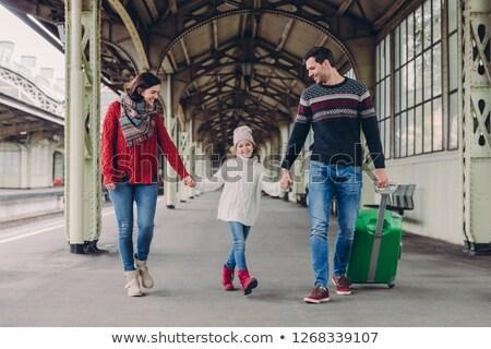 Três família estação de trem feliz mãe filha Foto stock © vkstudio