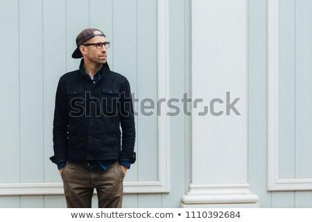 Szczery shot przystojny mężczyzna cap modny Zdjęcia stock © vkstudio