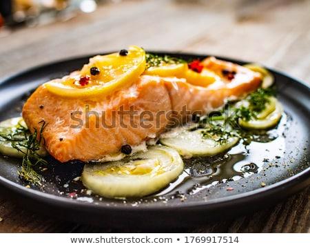 A la parrilla salmón limón cocina francés plato tomate Foto stock © ilolab