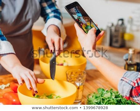 Mujer toma Foto frescos preparado alimentos Foto stock © dash