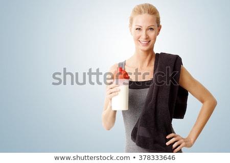 Montare donna sorridente asciugamano in giro collo bella Foto d'archivio © stockyimages