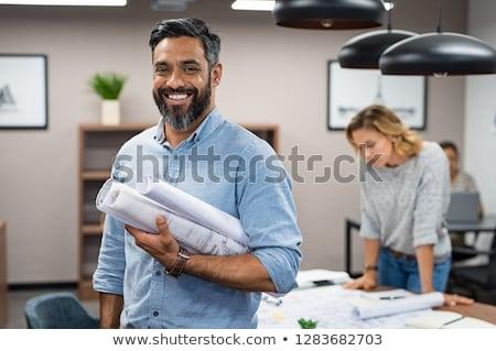 Toevallig architect glimlachend camera blauwdruk Stockfoto © wavebreak_media