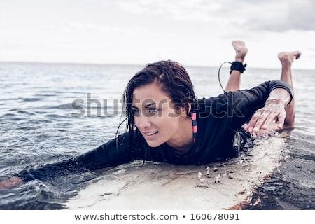 Mosolyog fiatal nő szörfdeszka nyár tengerpart nyári vakáció Stock fotó © dolgachov