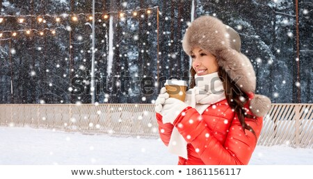 Frau Winter Fell hat Kaffee Schnee Stock foto © dolgachov