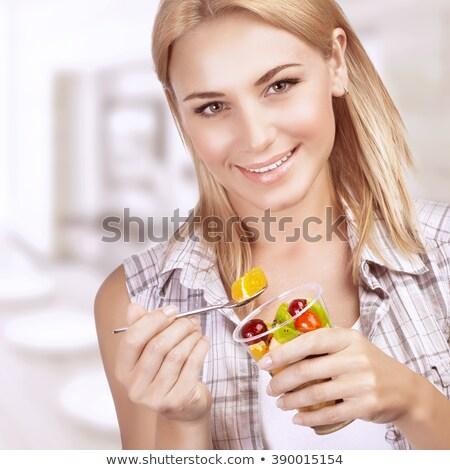 primer · plano · retrato · bastante · caucásico · mujer · dieta · saludable - foto stock © HASLOO