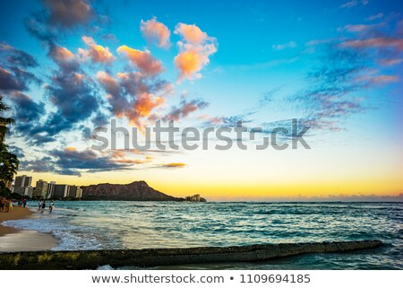 Honolulu Waikiki napfelkelte üdülőhely hotelek kockák Stock fotó © photohome