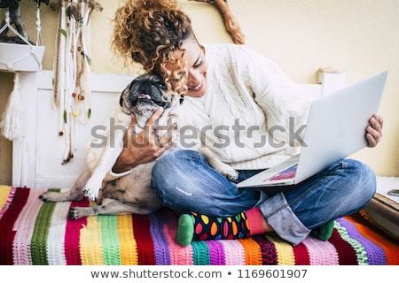 aantrekkelijke · vrouw · puppy · aantrekkelijk · mooie · brunette · vrouw - stockfoto © wavebreak_media