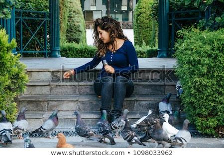 Gülen kız güvercin çocuk kuş Stok fotoğraf © przemekklos