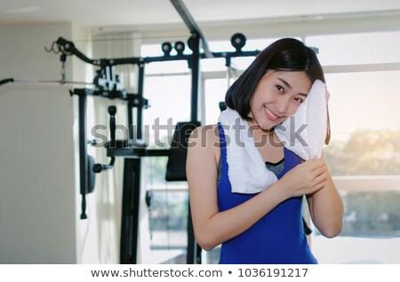 Vrouw zweten handdoek fitness vrouw water meisje Stockfoto © trendsetterimages