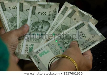 Frau halten indian Papiergeld jungen lächelnd Stock foto © imagedb