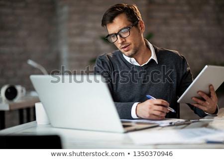 üzletember laptop tabletta pop art retro vektor Stock fotó © studiostoks