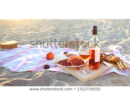 steeg · wijnglas · Italiaans · eten · glas · wijn · houten · tafel - stockfoto © dashapetrenko
