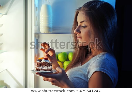 nő · tart · darab · csokoládés · sütemény · otthon · étel - stock fotó © andreypopov