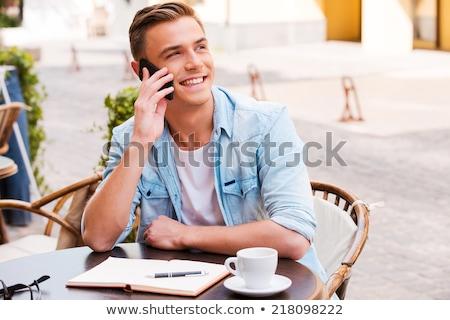 jeune · homme · café · téléphone · portable · séance · table - photo stock © deandrobot