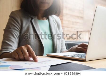 Kadın eller yazarak belge grafik Stok fotoğraf © Freedomz
