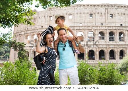 Giovani famiglia piedi colosseo turistica Roma Foto d'archivio © AndreyPopov