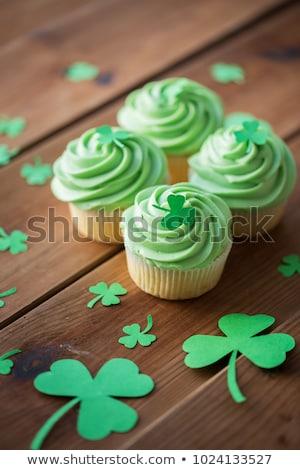 Zöld minitorták shamrock fa asztal Szent Patrik napja étel Stock fotó © dolgachov