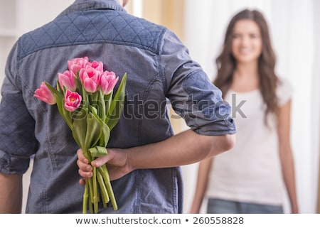 Stok fotoğraf: Mutlu · adam · kadın · çiçekler · sunmak · ev
