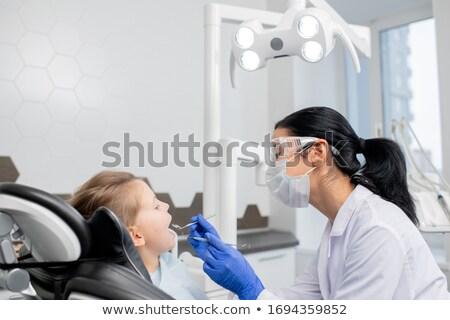 orvos · megvizsgál · gyermek · idős · női · kicsi - stock fotó © pressmaster