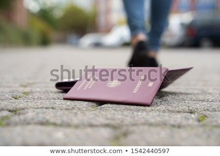Donna piedi via perso passaporto strada Foto d'archivio © AndreyPopov