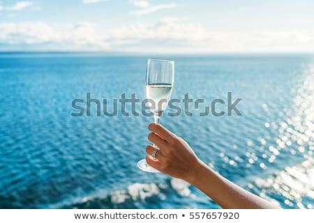 Champagne vetro mano Ocean lusso Foto d'archivio © Maridav