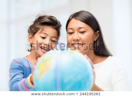 Moeder onderwijs dochter aardrijkskunde familie meisje Stockfoto © photography33