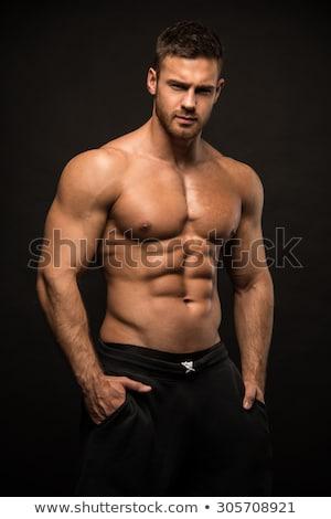 mannelijk · model · tonen · Maakt · een · reservekopie · bodybuilder · biceps · spieren - stockfoto © grafvision