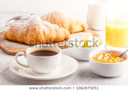 Pequeno-almoço continental café dois croissants congestionamento Foto stock © Tagore75