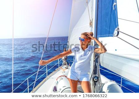 Tinilányok megnyugtató vitorlás szépség jókedv kék ég Stock fotó © IS2