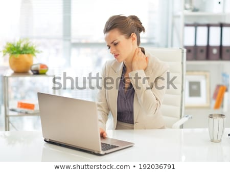 zakenvrouw · jonge · pijn · nek · werkplek · computer - stockfoto © andreypopov