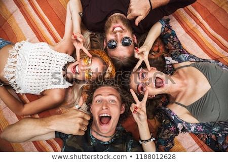 Foto atraente hippies caras meninas risonho Foto stock © deandrobot