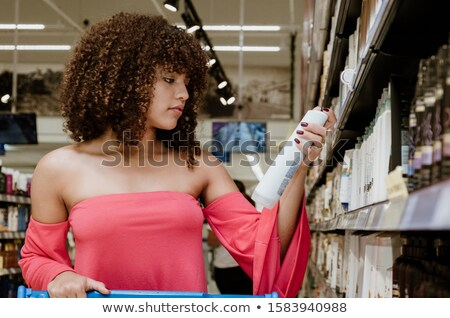 Image brunette femme 20s cheveux bouclés souriant Photo stock © deandrobot