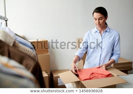 Genç gündelik işçi katlanmış kutu süreç Stok fotoğraf © pressmaster