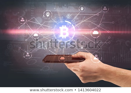 Main téléphone bitcoin lien réseau ligne Photo stock © ra2studio