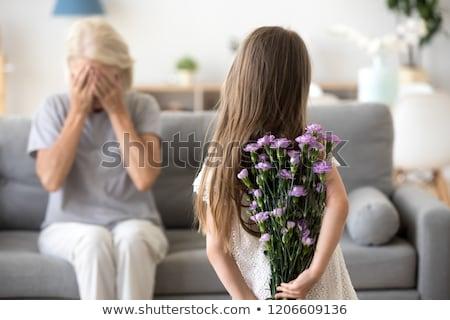 Grootmoeder kleindochter verjaardag home familie generatie Stockfoto © dolgachov