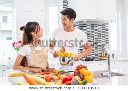 счастливым · пару · спагетти · кухне · вино · женщину - Сток-фото © wavebreak_media