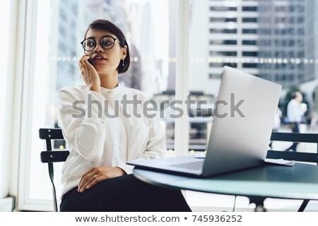 Ernstig kantoor vrouw koffie werken mooie Stockfoto © dash