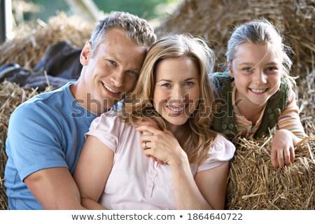 Ragazza donna seduta fieno bale famiglia Foto d'archivio © IS2