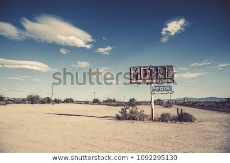 Verlaten motel foto lege kant van de weg gebouw Stockfoto © sumners