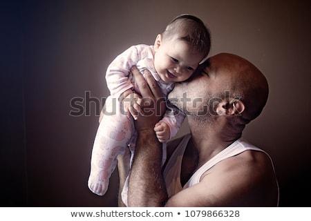Gelukkig vader zoenen weinig baby dochter Stockfoto © dolgachov