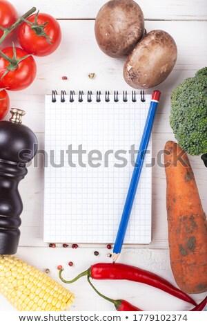 新鮮な野菜 · 木製 · ノートブック · レシピ · メニュー · 紙 - ストックフォト © mythja