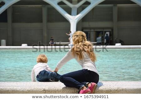 halfbloed · moeder · vader · zoon · vijver · park · eend - stockfoto © feverpitch