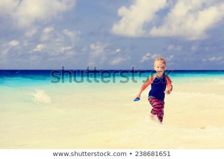 lopen · strand · glimlachend · kind · zee - stockfoto © bigandt