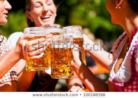 amigos · potable · cerveza · oktoberfest · junto · traje - foto stock © kb-photodesign