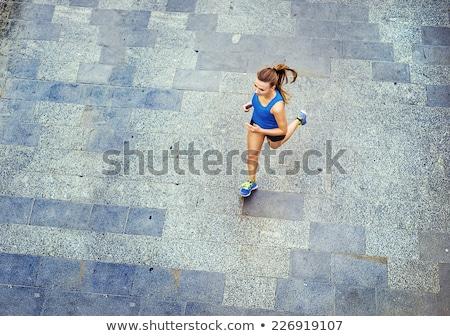 Mujer ejecutando pavimento jóvenes mujer bonita formación Foto stock © dash