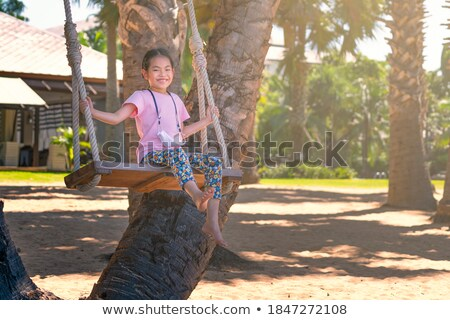 ázsiai gyermek ül homok tengerpart pálmafa Stock fotó © pikepicture
