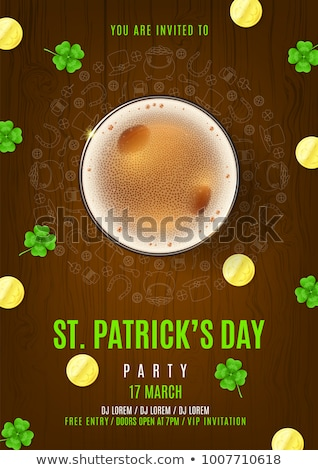 Shamrock glas bier hoefijzer munten St Patrick's Day Stockfoto © dolgachov